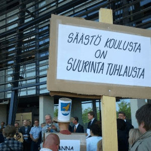 Näpit irti koulusta mielenosoitus Vantaa 18.6.2012