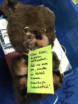 Vaulan kirjaston vahtimestari Kössi-karhu