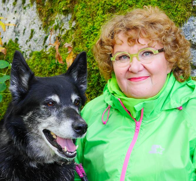 Vaula koiransa kanssa metsässä 2019